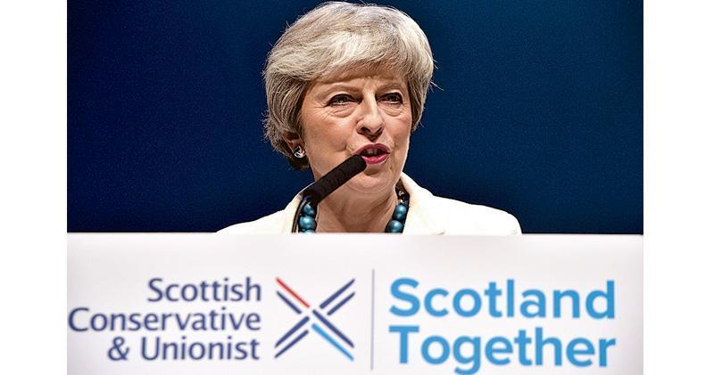 英國首相文翠珊在得知地選初步結果後,上周五(3日)到蘇格蘭阿伯丁出席蘇格蘭保守黨會議。(法新社)