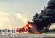 俄羅斯「蘇愷-100」型超級噴射客機周日在莫斯科謝列梅捷沃機場硬着陸,失事起火。(法新社)