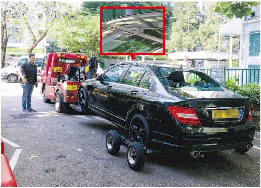 涉案的平治私家車車尾玻璃爆裂,事後由拖車拖往警署扣查;平治車頂有彈痕(紅框示)。
