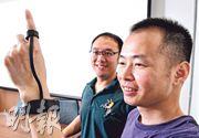 中大團隊「智感科技」研發出可持續量度血壓的智能穿戴裝置,公司創辦人及行政總裁羅寧齊(右)表示,現時指環需要連接手環才做到長期使用,未來將會研究分拆兩者,日間只用指環,睡覺時才連接手環充電。