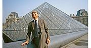 著名美籍華裔建築大師貝聿銘周四逝世,終年102歲。他被譽為「現代主義建築最後的大師」,創作包括舉世聞名的巴黎羅浮宮金字塔(後)。(Getty images)