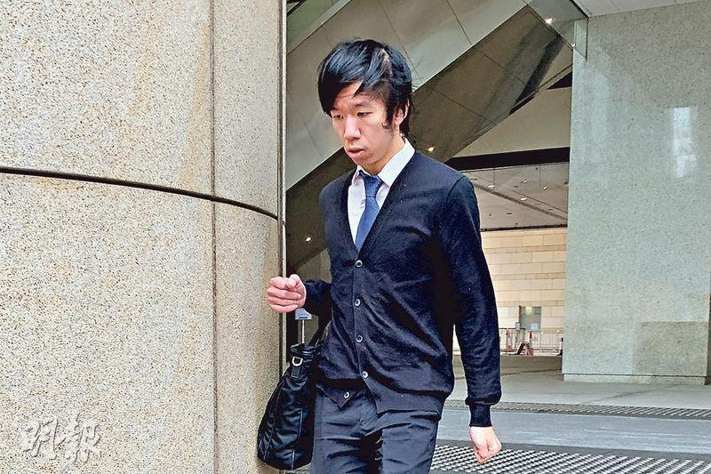 律師鄭啟雋涉藏冰毒及「偉哥」,昨到西九龍裁判法院提堂,候訊期間暫准保釋外出。(丘萃瑩攝)
