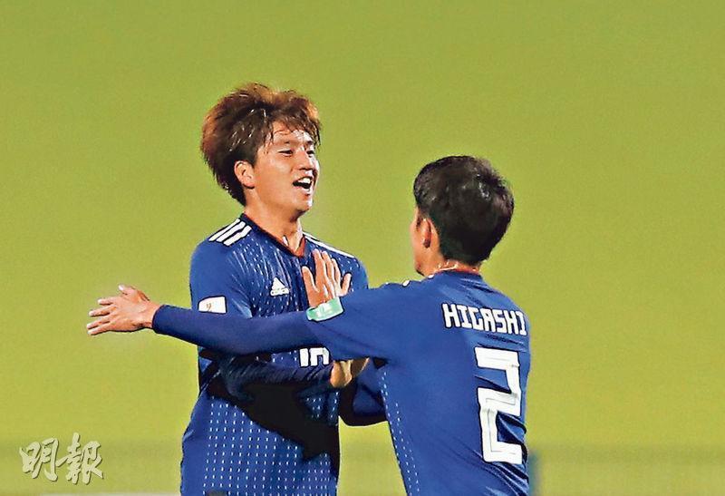 日本U20憑山田康太(左)的入球,在世青盃B組首戰1:1逼和厄瓜多爾U20。(路透社)