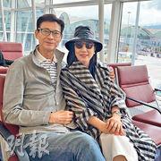 秋官(左)與阿姐這對經典熒幕情侶檔,前日結伴赴新加坡開騷。(網上圖片)