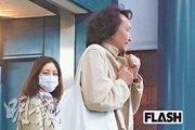 常盤貴子(左)與丈夫長塚圭史(右)恩愛出巡。