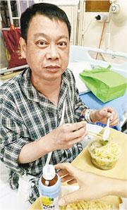 患有先天心漏的廖忠誠周三(5月29日)一度休克,醫生表示一旦再休克便難以蘇醒,要盡快做心臟移植手術。(受訪者提供)