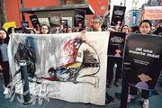 5月中一名危地馬拉女孩在移民收容中心死亡,觸發維權人士在墨西哥城示威,以示支持移民。(法新社)