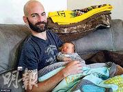 摩通職員羅通多(圖)不滿被拒申請14星期產假以照顧剛出生的兒子,向公平就業機會委員會投訴稱被性別歧視。(網上圖片)