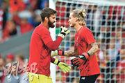 艾利臣比加(左)在去夏利物浦季前之旅時,曾跟仍未被外借的卡利奧斯(右)在友賽前一同操練。(Getty Images)