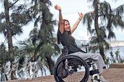 坐輪椅的嚴楚碧批評政府修例倉卒,漠視反對聲音。她認為殘疾者雖是弱勢社群,亦是政府福利的受惠者,惟她強調:「在大是大非當前,都要站出來。」(李紹昌攝)
