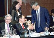 G20財長及央行行長會議昨在日本福岡舉行,人行行長易綱(右)在會場上和美國財長梅努欽(中)握手打招呼,兩人今將舉行會談。(路透社)