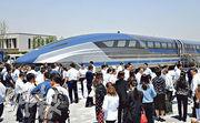 5月23日,中國設計研製的時速600公里高速磁浮列車測試樣車在青島建成,標誌着中國在高速磁懸浮系統中的重大突破。(新華社)