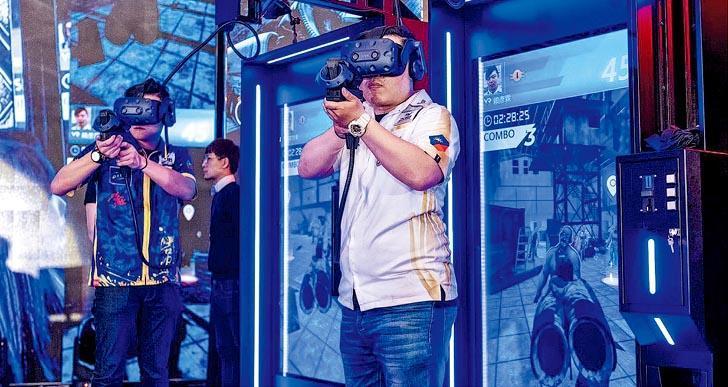 「數碼娛樂領袖論壇」為香港首個國際電競論壇,論壇將設3個主題區域:「遊戲地帶」、「科技空間」及「敢創天地」,其中「遊戲地帶」設有多個試玩區,玩家可體驗嶄新電競、AR和VR遊戲 。(數碼港提供)