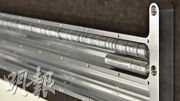 圖中這些裝放着152人各自不逾7克骨灰的金屬載具,預定周二由SpaceX的火箭負載升空,放入地球軌道。(網上圖片)