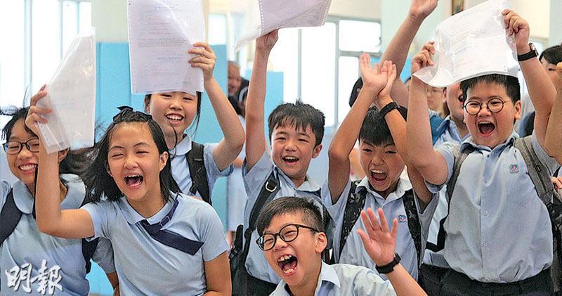 中一派位今天(9日)放榜,參與派位小六生人數是自2013年新高;87%獲派首三個志願,74%獲派首志願,兩者皆是自2013年以新低。教育局提醒,所有派位生需於周四及周五(7月11日及12日)到獲派中學註冊,否則會被視為放棄獲派的學位。(資料圖片)