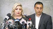 加州的馬努奇恩(右)及妻子安妮(左)決定控告一所人工受孕中心,指中心錯把其試管嬰兒胚胎植入另一名女子體內。(網上圖片)