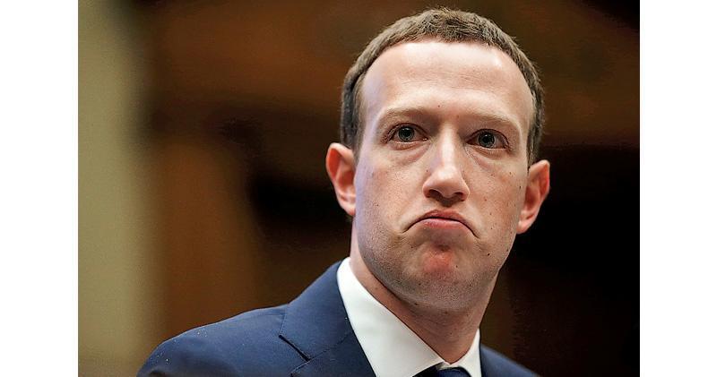這次判罰,其一爭論焦點在於fb行政總裁朱克伯格應否為此問責。圖為他去年出席國會聽證會。(路透社)