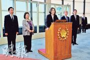 台灣總統蔡英文(左三)22日結束「自由民主永續之旅」返抵台灣,她表示,此行讓台美關係得到深化。(中央社)