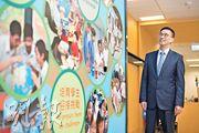 教育局長楊潤雄上周中接受本報專訪表示,會於教育上繼續工作,培養年輕人明辨思考、互相尊重等,政府各局會盡量爭取機會,聆聽年輕人心聲和溝通。(鄧宗弘攝)