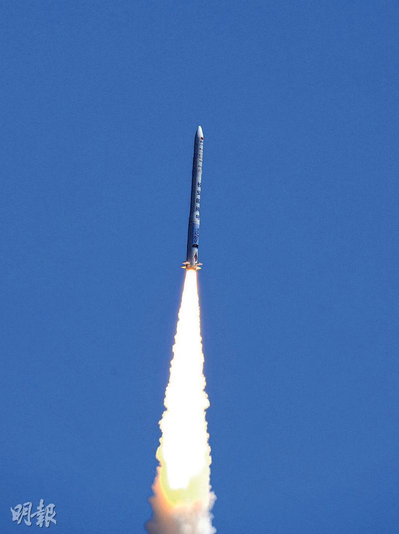 昨午1時,酒泉衛星發射中心成功組織發射雙曲線一號運載火箭,將氣球衛星和BP-1B衛星送入預定軌道。(新華社)