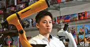 港玩具商怡高安迪董事副總經理施俊匡(圖)表示,關稅影響到公司的玩具配件供應,但今年上半年公司採取做好產品、提高產能、拓新市場的積極策略,因此收入仍有輕微增長。(劉焌陶攝)