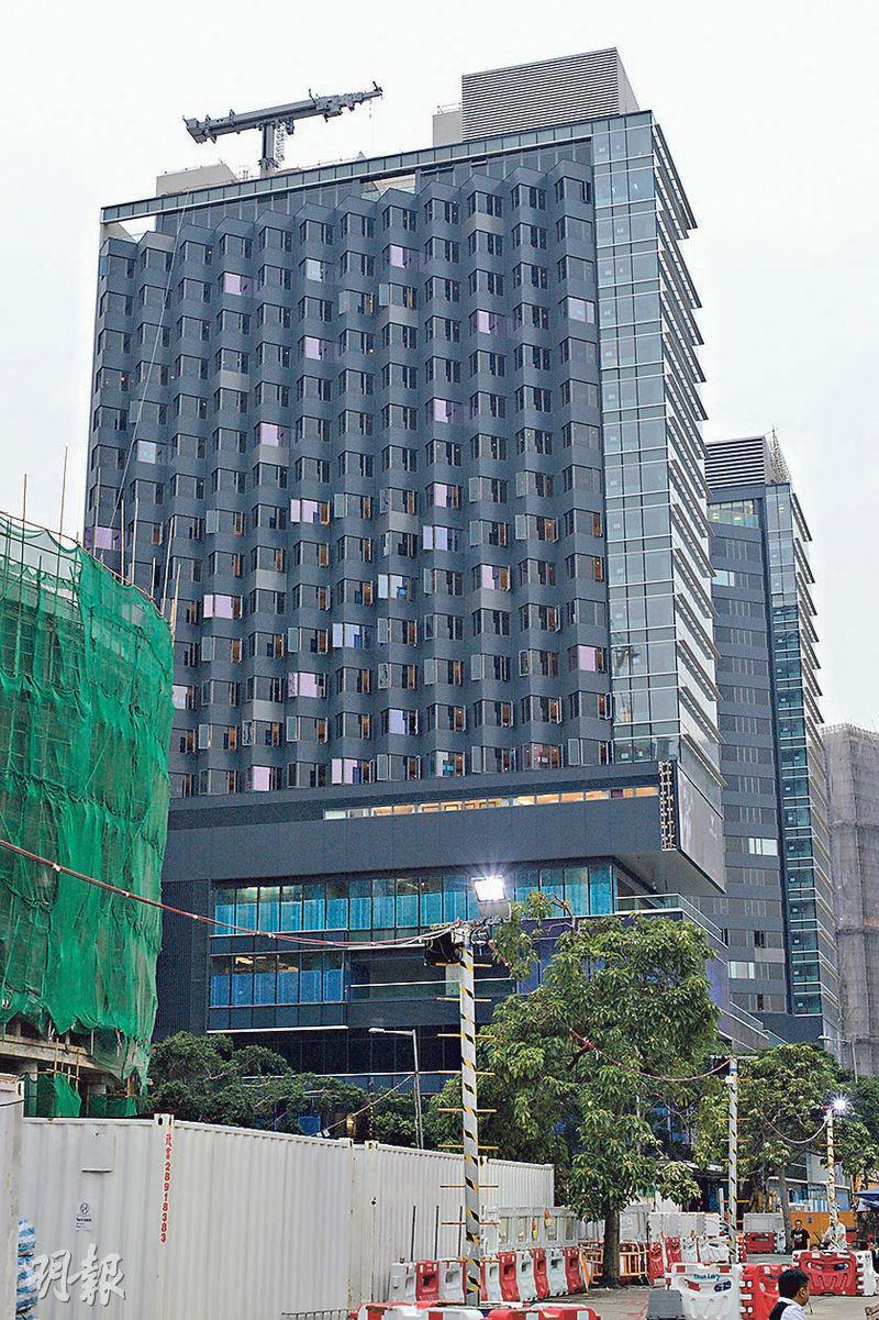 新地旗下北角海匯酒店(圖)房租一度嚴重受壓,因此於5月宣布授權凱悅酒店(Hyatt)品牌的香港維港凱悅尚萃酒店,據悉策略安排正是由郭炳湘長子郭基俊主導。(資料圖片)