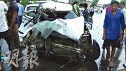 聲稱遭國會議員強姦的印度少女,周日乘坐的汽車(圖)被貨車撞到,少女重傷,家人指控有人意圖滅口。(網上圖片)