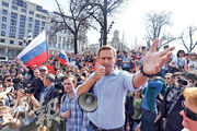 俄羅斯反對派領袖納瓦爾尼因呼籲民眾上街抗議後被囚,但入獄後身體出現嚴重敏感反應,周日被送院治療。圖為他在去年拍攝的照片。(法新社)
