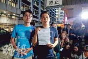 警方拒絕批准明日旺角遊行,但不反對集會,「旺角再遊行」申請人伍永德(右)表明會提出上訴,但信心不大,又批評警方毁滅遊行集會自由。(曾憲宗攝)