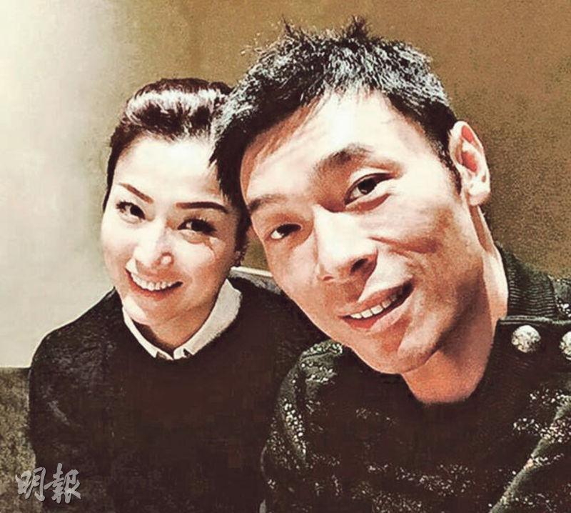 鄭秀文(左)與老公許志安昨日低調出發往英國旅行。(資料圖片)