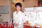 謝雪心昨日到西營盤一間安老院舍親善探訪。(攝影/記者:鍾偉茵)