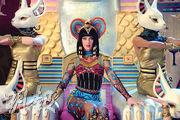 《Dark Horse》是大熱歌曲,為Katy Perry帶來名利,但前日該曲被裁定抄襲,她因此要從收益中拿出55萬美元賠償給原告人。