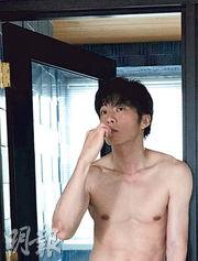 即將有新片在日本上映的田中圭,赤裸上身為雜誌拍攝寫真。