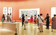 展場重要位置陳設吳冠中的《都市之夜》(中),這幅油畫描繪了香港夜景。(作者提供)