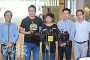 民主派昨日批評張曉明的言論將反修例運動「扣帽子」,民主派會議召集人毛孟靜(中)形容張曉明是向香港宣布「文攻武鬥」。(李紹昌攝)