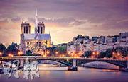 中國情侶檔建築師蔡澤宇和李思蓓憑「巴黎心跳」方案,贏得一項巴黎聖母院修復設計大賽冠軍,但主辦方未獲法國官方授權。圖為「巴黎心跳」設計圖。(網上圖片)
