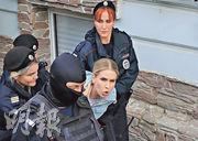 俄羅斯反對派領袖索博利上周六遭警察帶走。(路透社)
