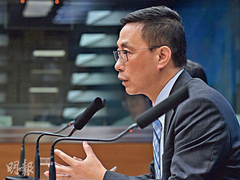 教育局長楊潤雄稱,政府雖已表明完全停止修訂《逃犯條例》的工作,但社會氣氛仍然緊張,在這個困難時刻,更要盡力保護學生,免受校外政治等干擾。(楊柏賢攝)