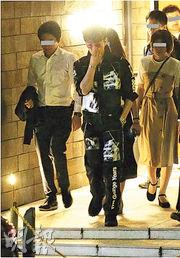 木村拓哉工作至深夜,並獲多位工作人員傍實出入,足證他在事務所的地位。