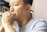 《願榮光歸香港》令民主派議員大曬音樂才華,陳志全就上載吹口琴片段,仲同網民分享琴譜。(陳志全fb)