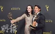 金國威(右)和妻子伊莉莎白蔡瓦沙雷利(左)聯合執導的《赤手登峰》繼今年在奧斯卡贏得最佳紀錄片後,前日在創意藝術艾美獎亦捧走7項殊榮。(路透社)