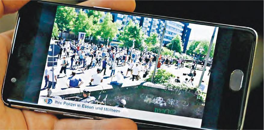 德國警方在埃森市一場反極右組織的集會拍攝照片和放上社交網站,結果引發訴訟,法官裁定警方不可再把示威者的相片放上網。(網上圖片)