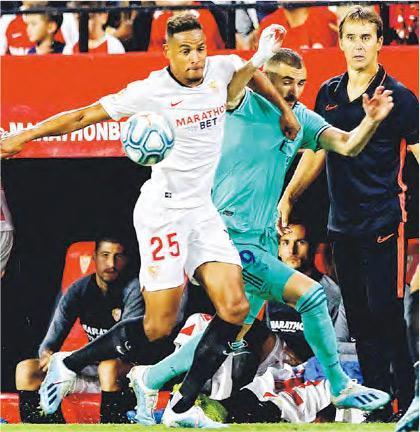 皇家馬德里憑賓施馬(中)的奠勝球,1:0小勝有盧柏迪古(右)倒戈領軍的西維爾。(路透社)