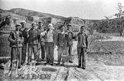 位於山西昔陽縣的「農業典範」大寨村近日被官媒稱其見證中國70年變遷。圖為當年大寨村村民。(網上圖片)