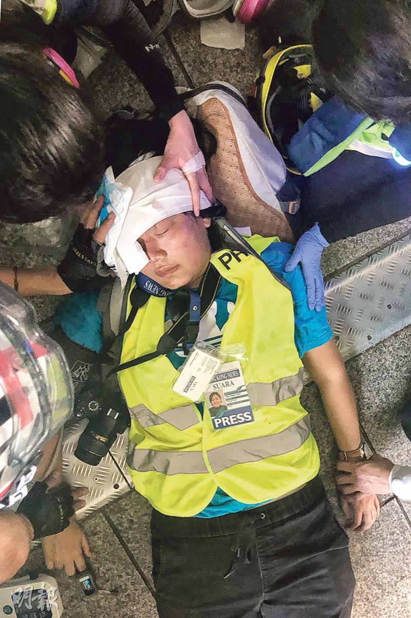 印尼女記者Indah(圖)周日在灣仔行人天橋上直播採訪時,疑遭警員開槍擊中眼,受傷倒地。(資料圖片)