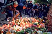 德國哈雷市群眾上周五(11日)悼念猶太會堂槍擊案死者。調查發現槍手用3D打印機自製槍械犯案。(路透社)
