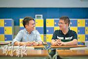周正賢(右)認為要在辯論比賽取勝,或需靠進取的演說技巧,但應考口試時,辯論隊出身的二人都盡量收斂激烈的言辭。除了給考官好印象外,黃瀚賢(左)笑着補充,保持風度或可達擾敵之效。(林靄怡攝)