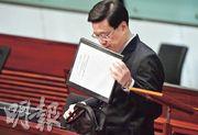 保安局長李家超(圖)昨在立法會大會動議正式撤回修訂《逃犯條例》。(劉焌陶攝)