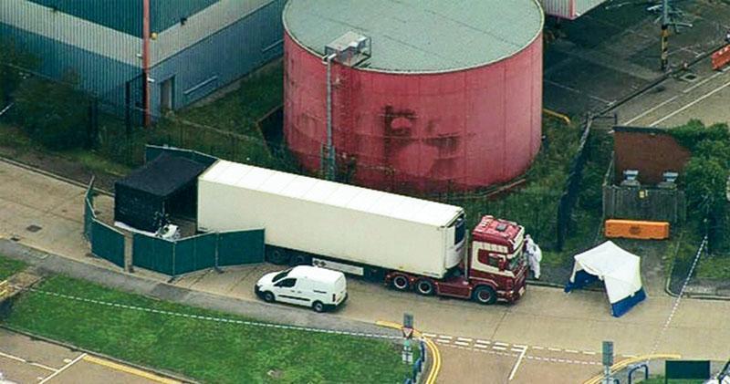 昨在英國埃塞克斯郡格雷斯市一處工業村,發現一輛來自保加利亞的貨車內有39具懷疑是偷渡者的屍體,25歲司機涉嫌謀殺被捕。(網上圖片)