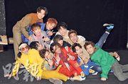 男團MIRROR昨日12名成員齊集,在影樓拍攝寫真集。(攝影:孫華中)